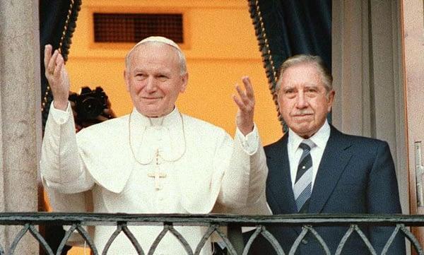 Papa-Pinochet_03-847x1024